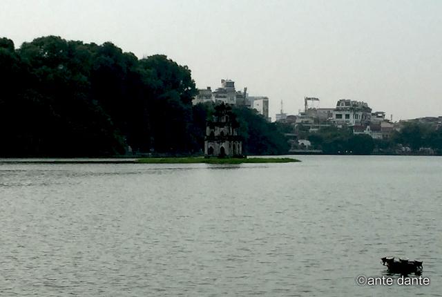 ベトナム ホアンキエム湖 亀の塔