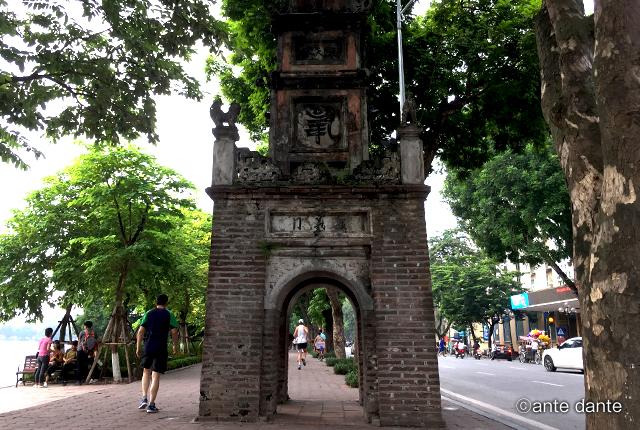 ベトナム 旧市街地 ホアンキエム湖 東河門